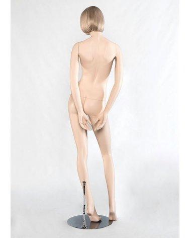Maniquí mujer realista